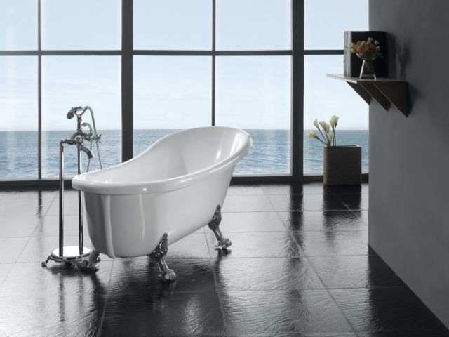 Classic Claw-Foot Tub With Faucet