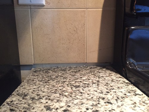 Excellent Gap between backsplash & granite SW16