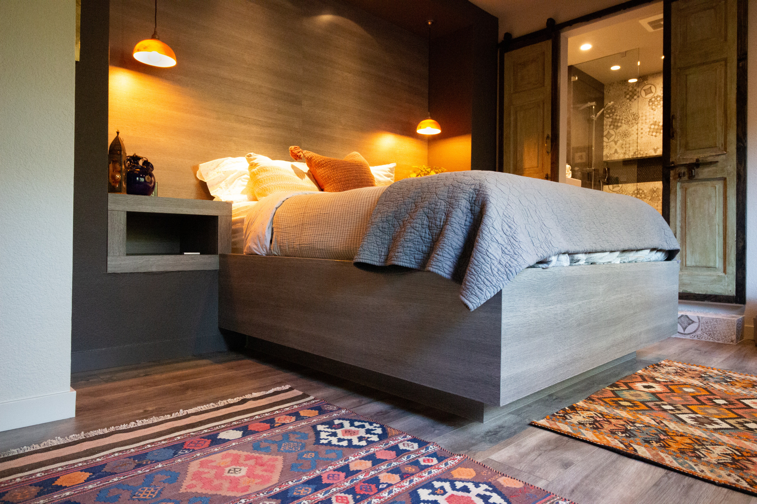 Contemporary Treehouse Guest Bedroom