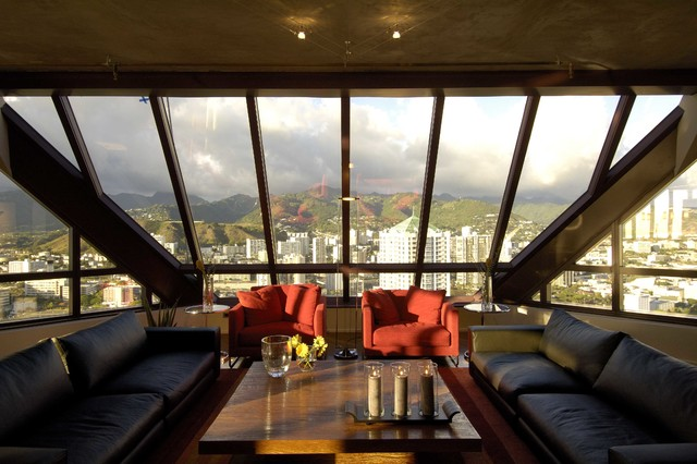 Example of a classic living room design in Hawaii