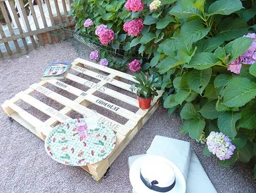 Hazlo tú mismo: transformar un palé en una mesa de jardín