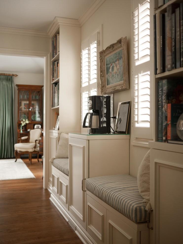 Inspiration for a large timeless home design remodel in Detroit