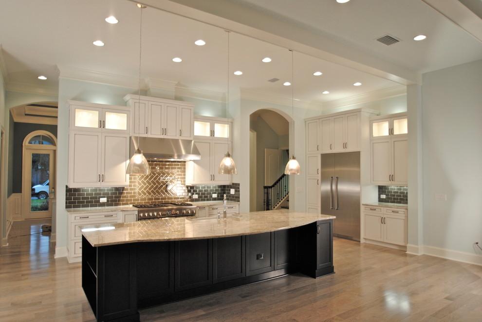 Elegant home design photo in Jacksonville