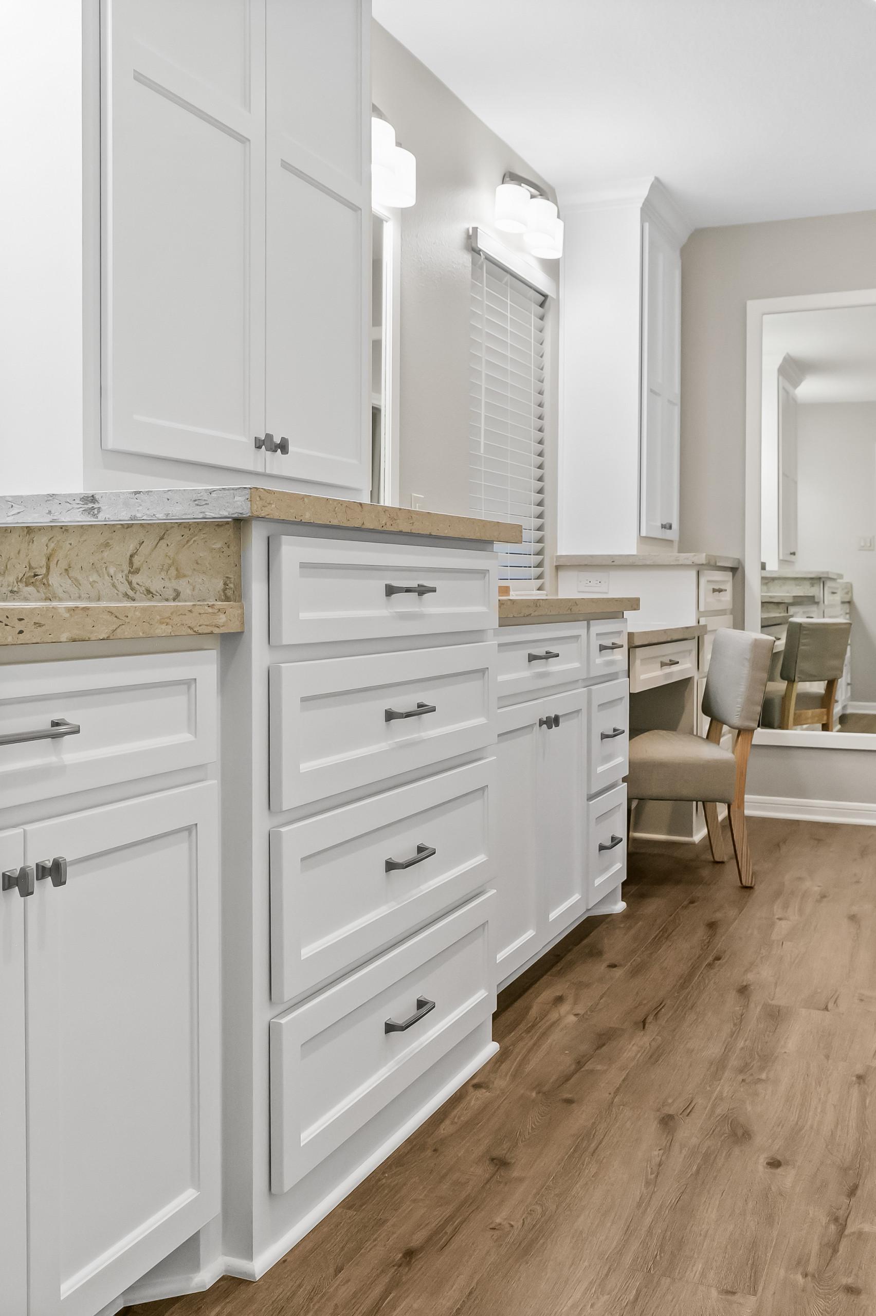 Lake Road - Lake Jackson - Main Bed/Bath Suite 2020