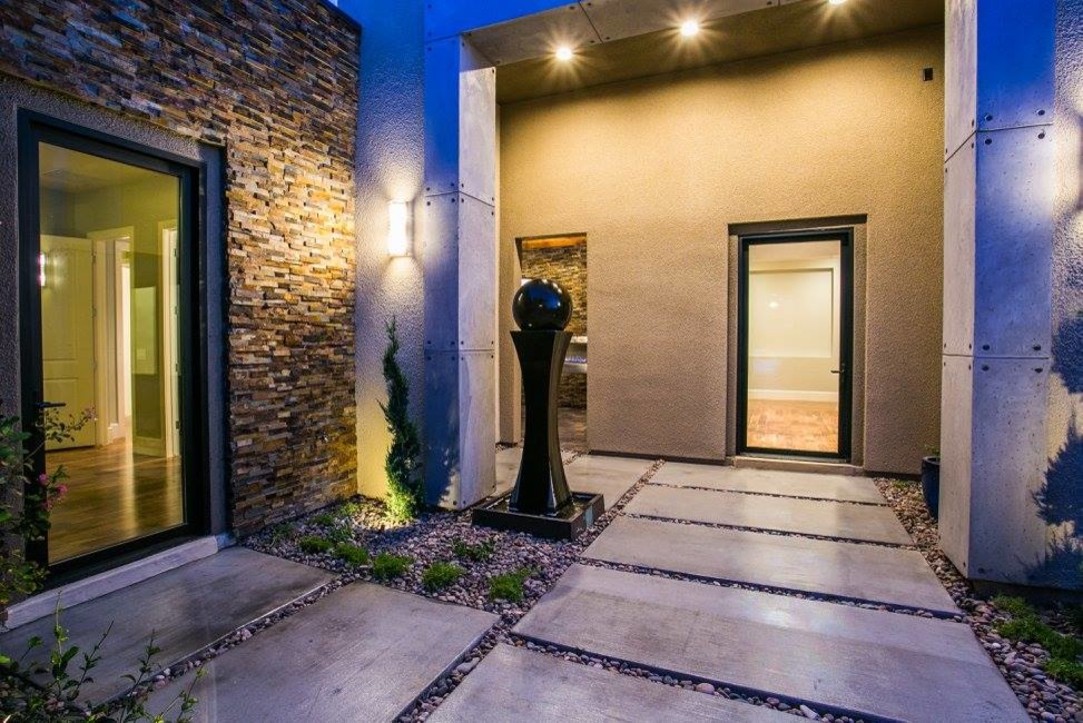 Inspiration for a contemporary exterior home remodel in Las Vegas