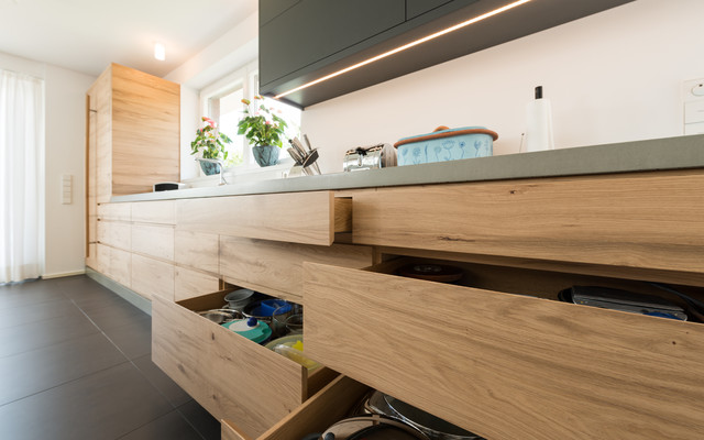Moderne Küche mit Beton-Arbeitsplatte - Modern - Sonstige ...
