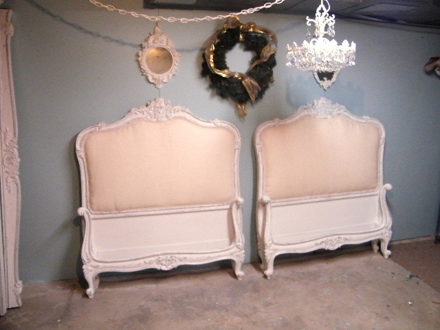 Vintage french twin beds for Classic french beds