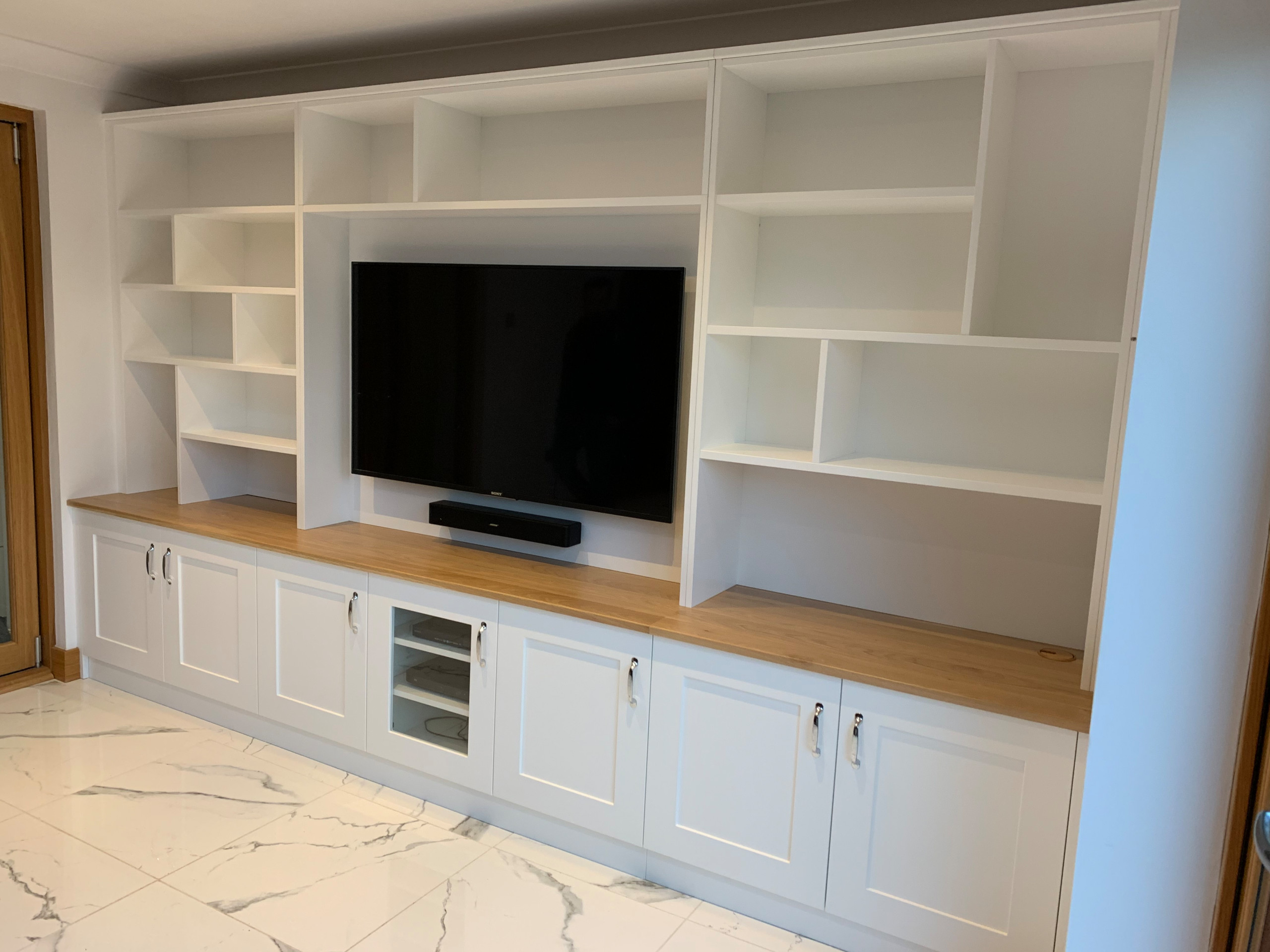 Large media unit with integrated TV and soundbar