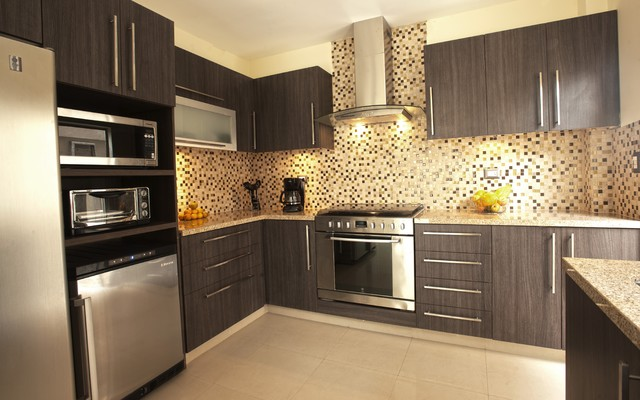 Small House Kitchen - Modern - Kitchen Cabinetry - by Disfamosa