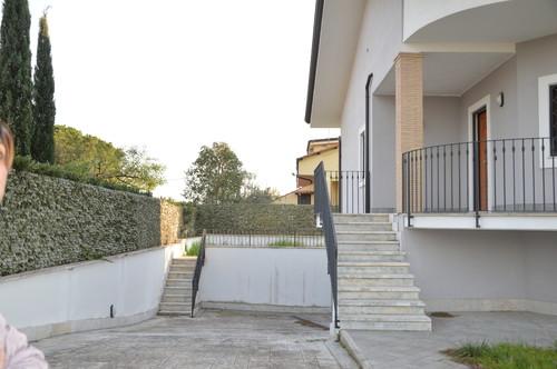 Riprogettazione spazio rampa giardino for Garage con al piano di sopra