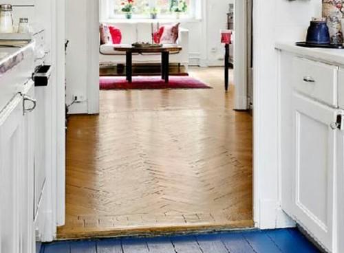 how to combine scandinavian design with darker parquet flooring?