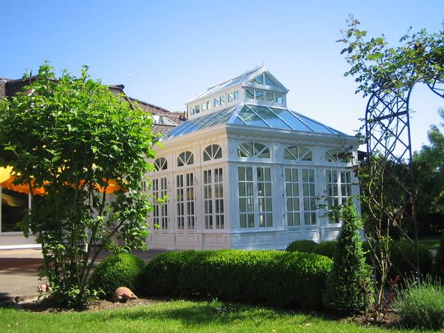 englischer wintergarten in viktorianischem stil mit. Black Bedroom Furniture Sets. Home Design Ideas