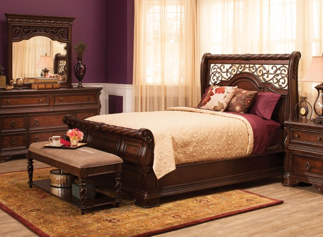 Queen Bedroom Set traditionalVienna 4 pc  Queen Bedroom Set. Raymour And Flanigan Bedroom Sets. Home Design Ideas