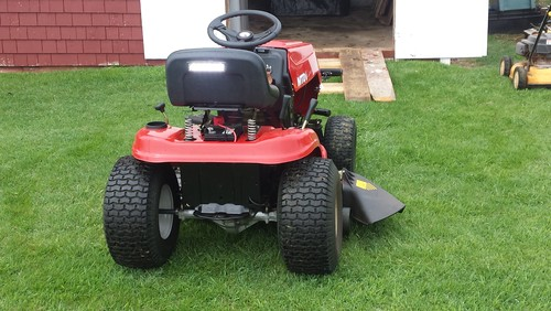 battery overcharging ranges between 3100 2900 rpm also briggs and stratton emphasize that the engine should always be at full throttle when in use especially at shutdown