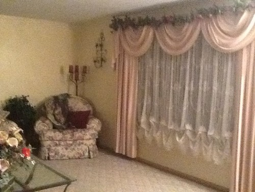 Wouldn T You Know I D Like To Make The Decor French Country Lol Is This Even Possible If Not I D Welcome Suggestions On How To Pull This Room Together