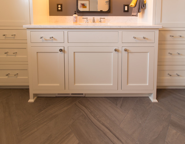 Inspiration for a transitional home design remodel in Minneapolis