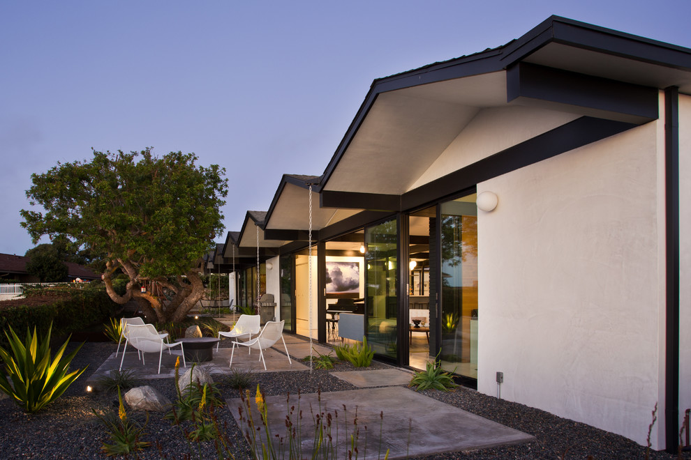 Inspiration for a 1960s home design remodel in Los Angeles