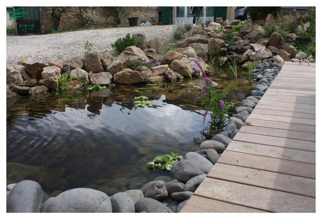 Bassin avec rivi re et cascade artificiel bord de mer jardin clermont ferrand par eirl - Deco jardin avec gravier clermont ferrand ...