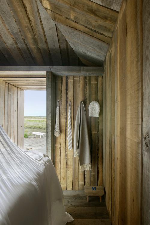 cabañas en portugal de alquiler en la Reserva Natural do Sado del estudio de arquitectura aires mateus en diariodesign magazine