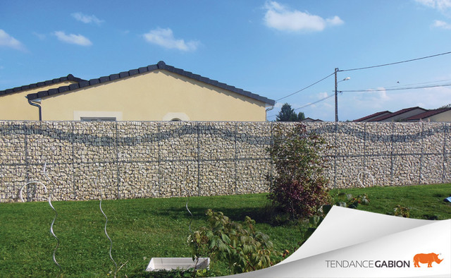Mur de cl ture en gabion contemporain jardin grenoble par tendance gabion for Cloture jardin contemporaine