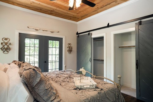 How To Emulate This Barn Door Closet (Wall-Length Closet Design)