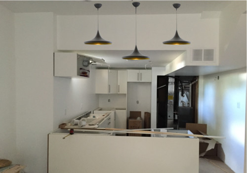 Staggering the height of kitchen island pendant lights?