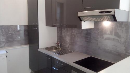 pose d 39 une cr dence design sur une cuisine leroy merlin. Black Bedroom Furniture Sets. Home Design Ideas