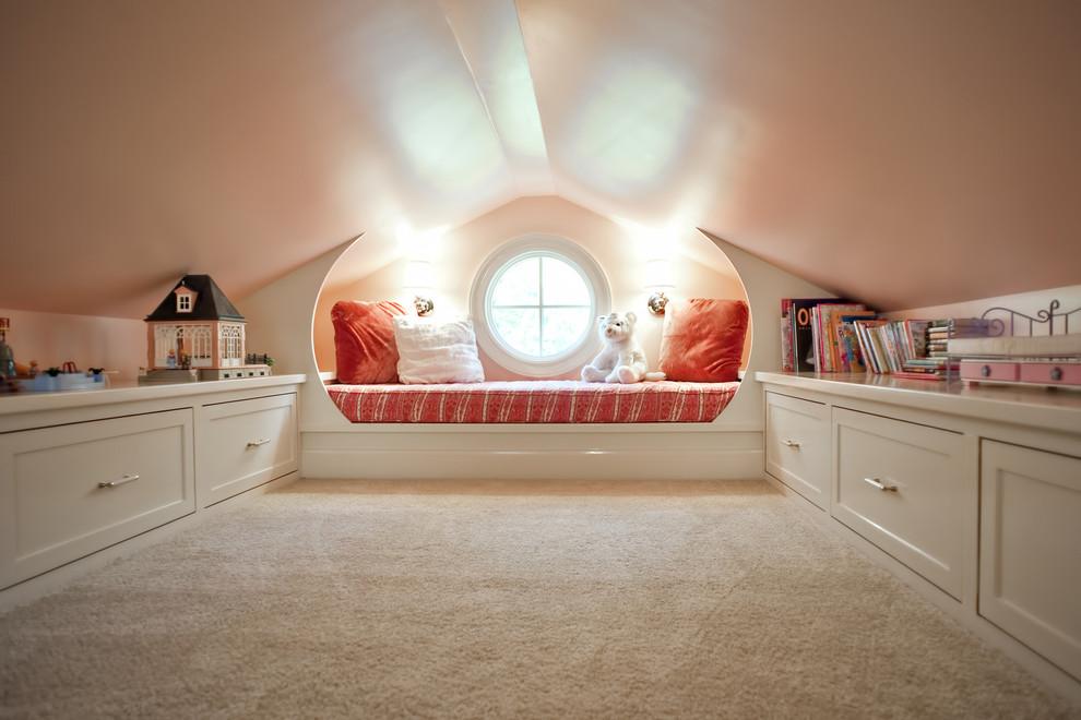 Elegant home design photo in Louisville