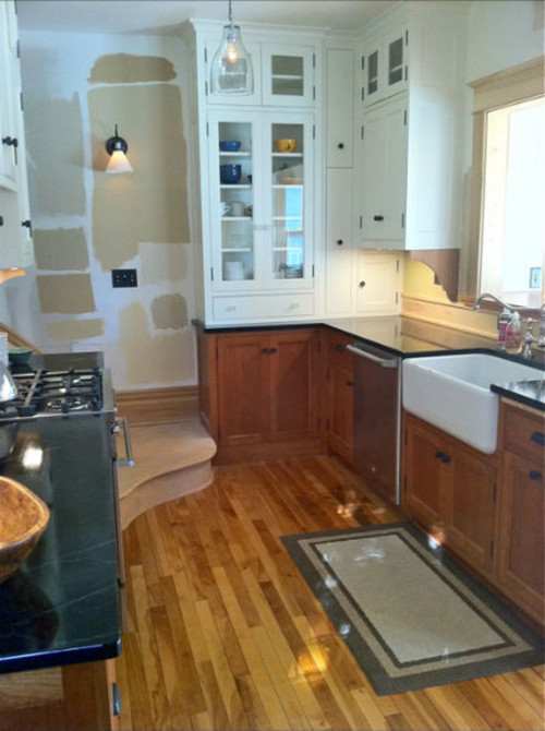 pictures of hardwood floors in kitchens anyone pics of combo white and wood cabinets 9102
