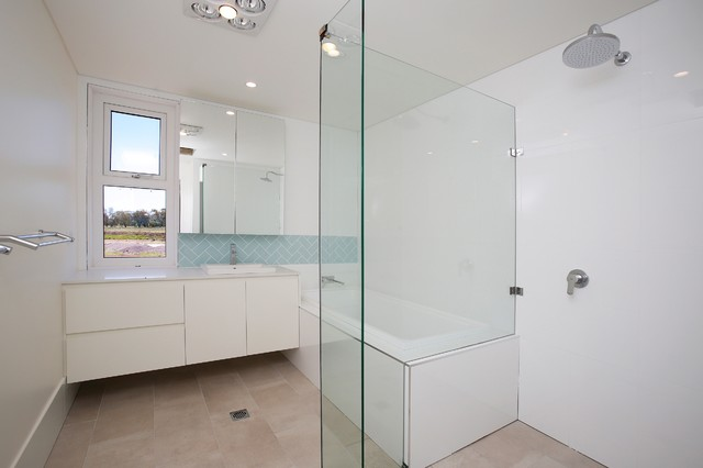 Old argyle road exeter farmhouse bathroom wollongong for Bathroom designs exeter