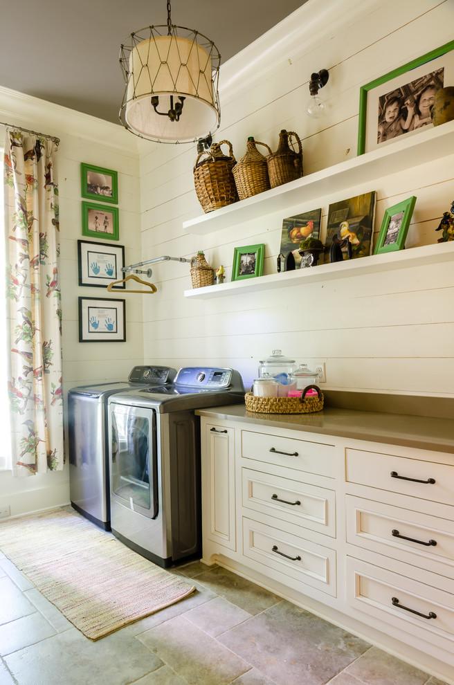 Inspiration for a farmhouse home design remodel in Miami
