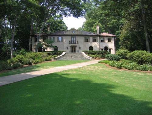 Huge elegant home design photo in Atlanta