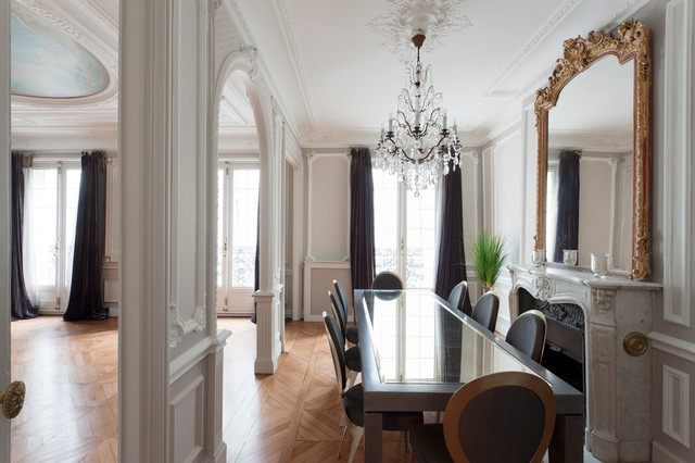 Appartement haussmannien classique chic paris par for Decoration interieur haussmannien