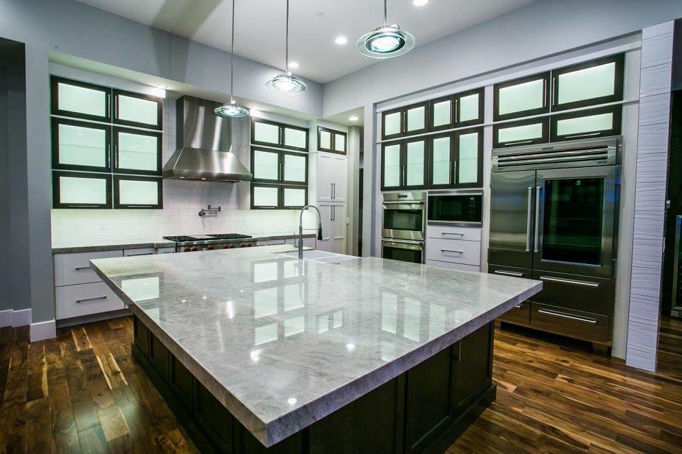 Kitchen - contemporary kitchen idea in Las Vegas