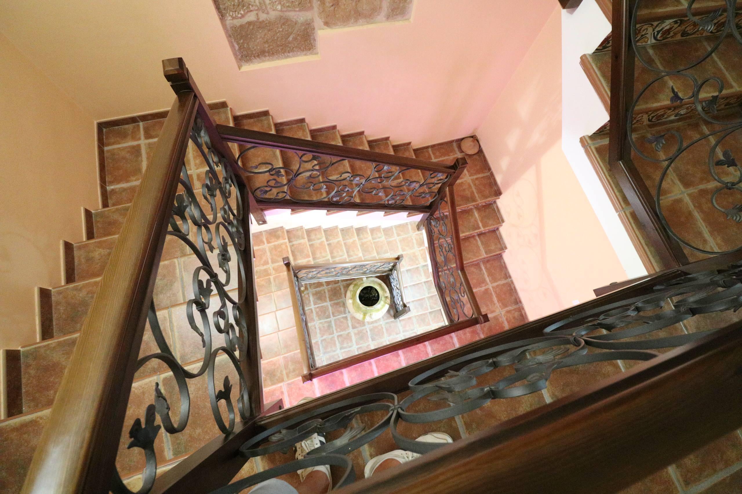 Rehabilitación integral de casa antigua en Arnes