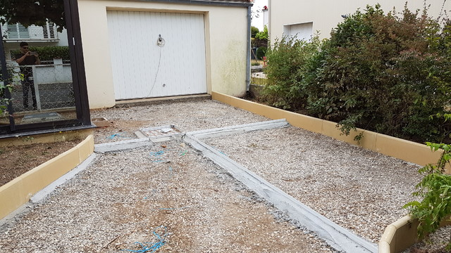 R alisation d 39 une all e de garage en b ton poreux avant for Beton allee garage