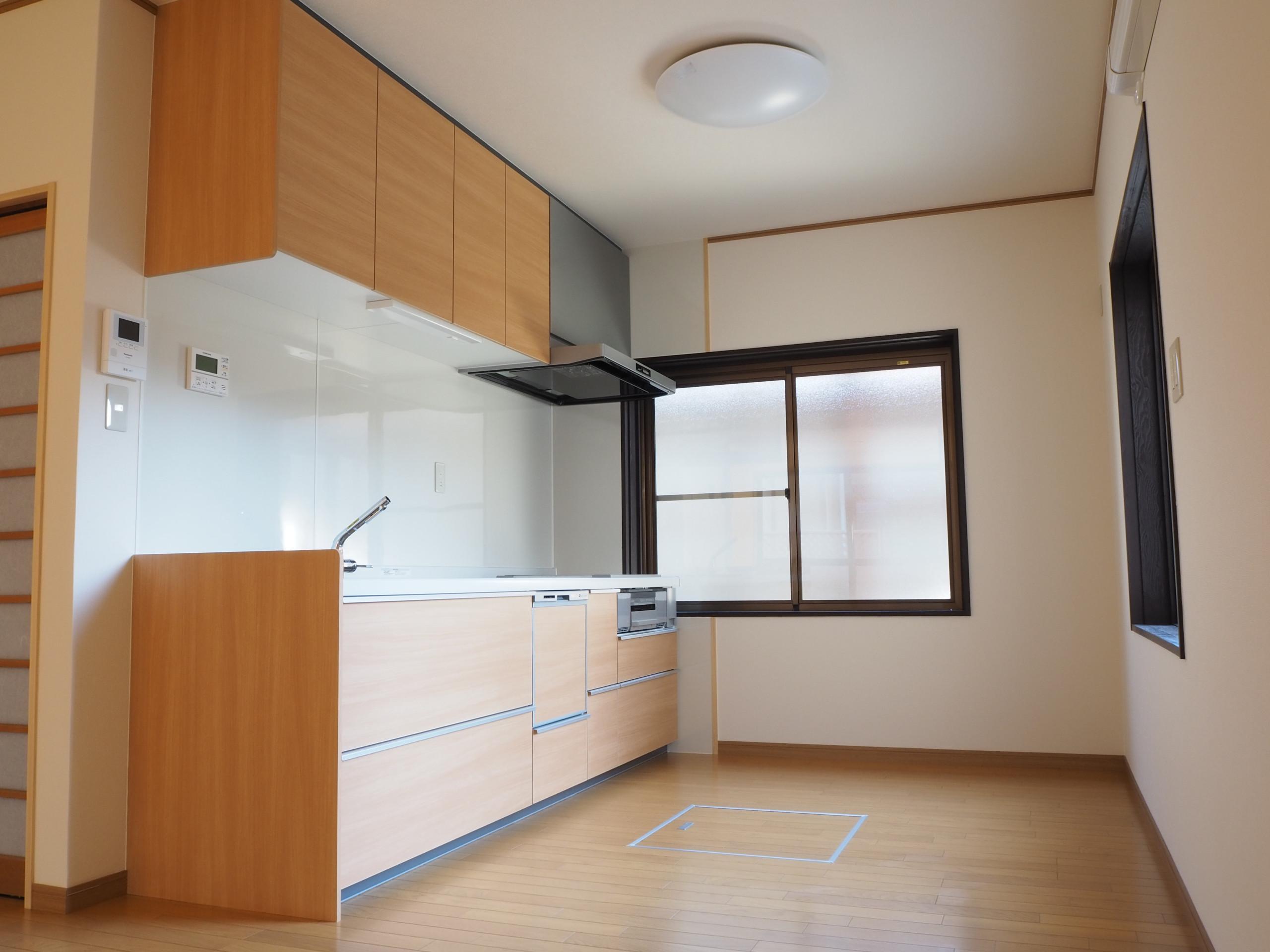 居室からキッチンへ