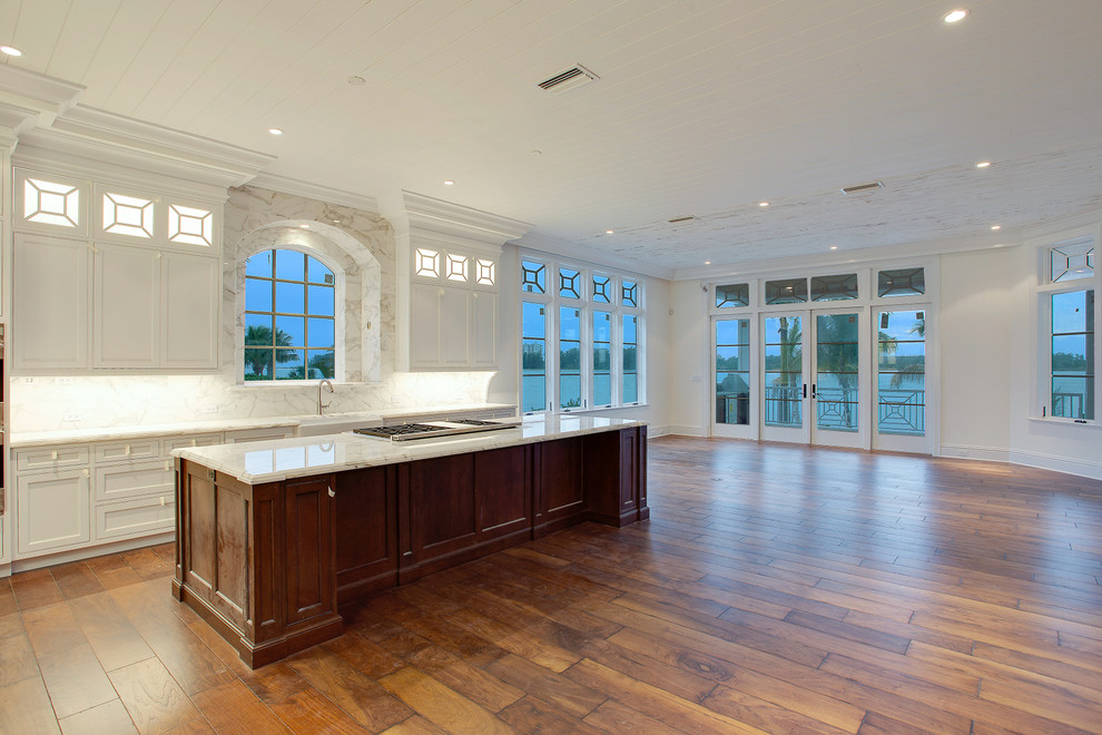 Home design - coastal home design idea in Tampa