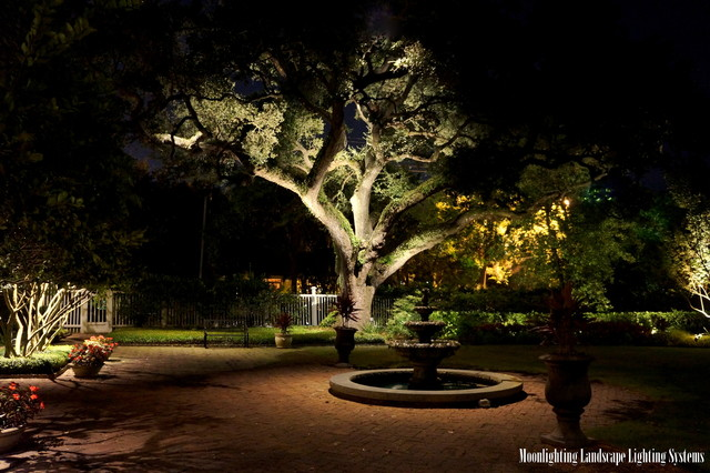 The governor thomas bennett house traditional charleston by moonlighting landscape lighting systems lighting the governor thomas bennett house traditional mozeypictures Images