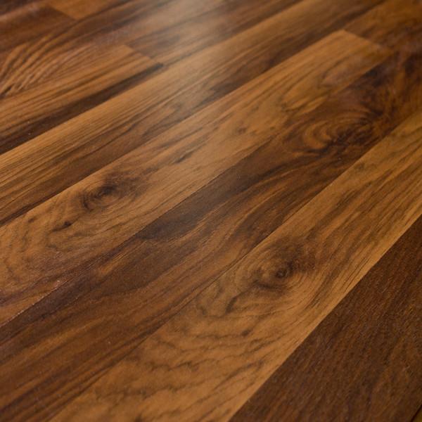 Quick-Step NatureTEK QS700 Heartland Oak 7 mm. Laminate, 19.63 Sq. ft.