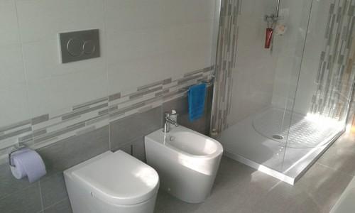 Bagno Stretto E Corto : Sanitari piccoli poco profondi ottimizzare gli spazi nel bagno