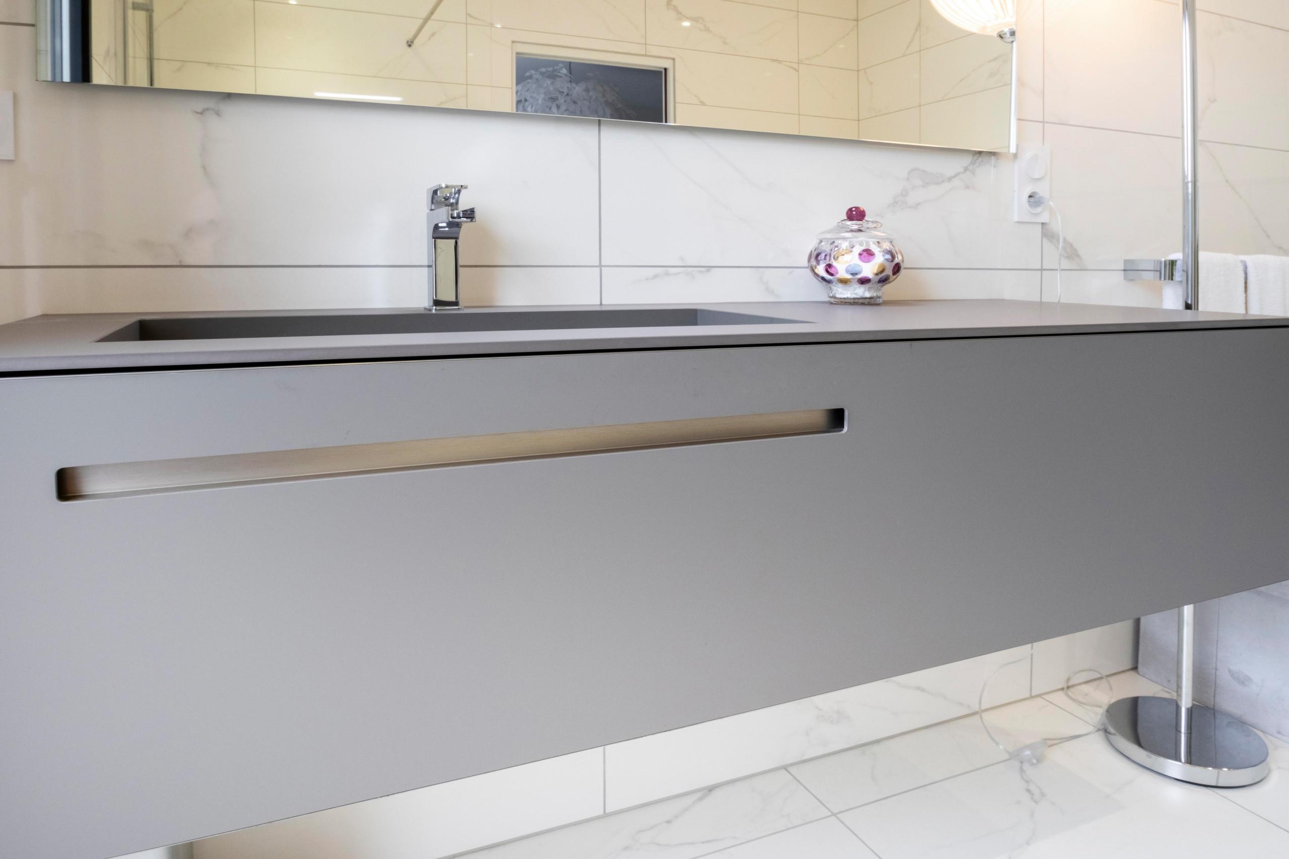 Création d'une salle de bains chic et lumineuse