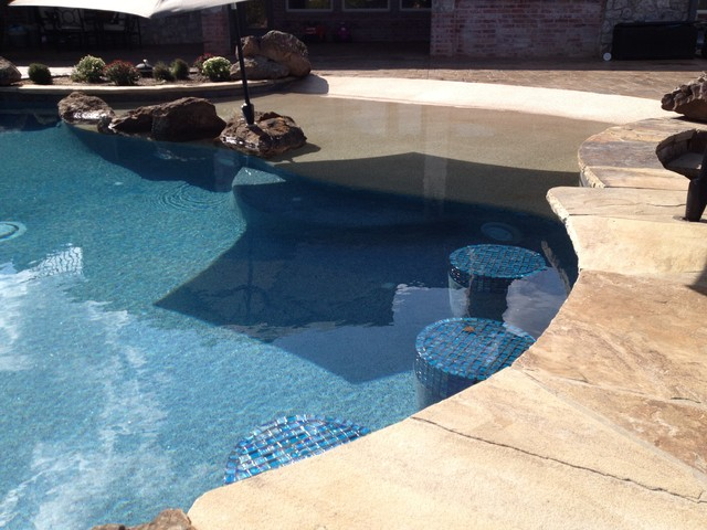 beach entry next to swim up bar boulders in pool - Beach Entry Swimming Pool Designs