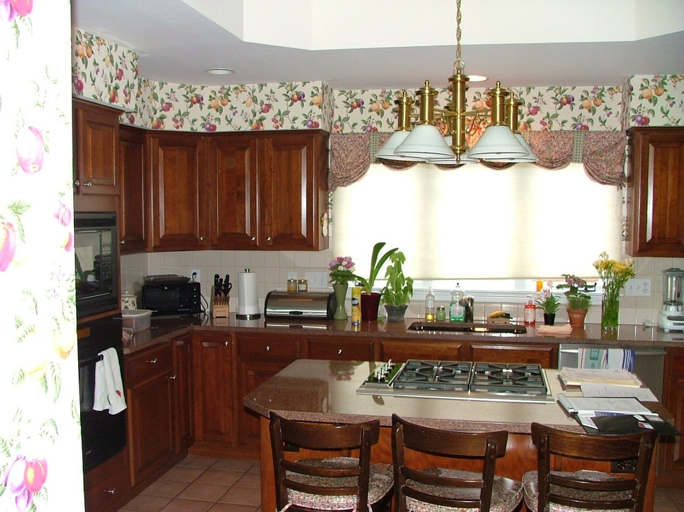 Kitchen before photo 4