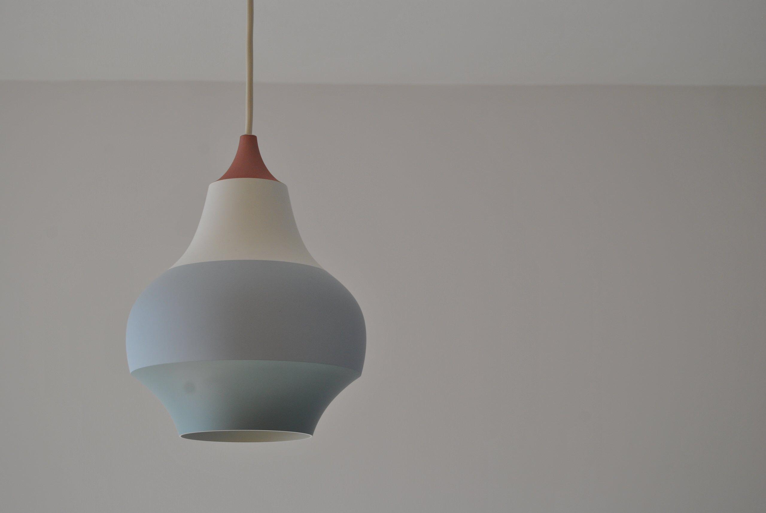 Dettaglio illuminazione a soffitto zona living.
