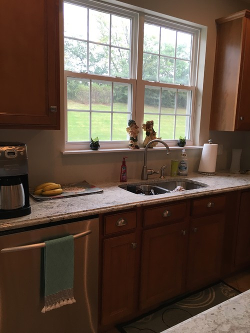 Need help finishing off my kitchen. I can\'t find a backsplash that works  with current color scheme. Do you have any backsplash recommendations?