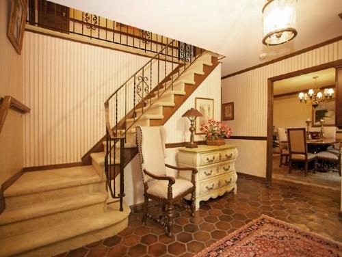 Foyer as a blank slate