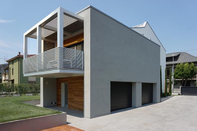Vista volume ampliamento con balcone moderno altro for Piani di capannone moderni