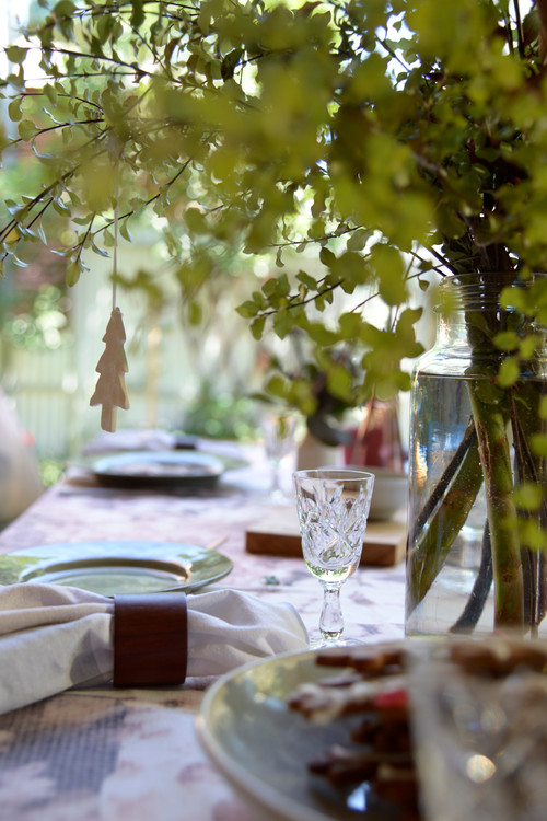 Holiday Decorating: Celebrating an Australian Christmas outdoors