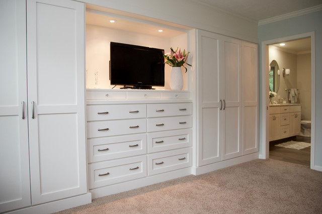 Inspiration for a large transitional home design remodel in Indianapolis